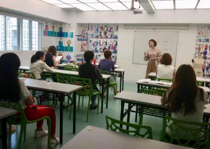 懂得学习的女人最美:祺馨183期色彩形象顾问班今天开课啦